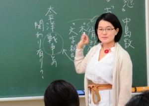 近代日本文学がご専門の山名順子先生