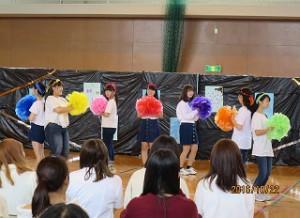 曲は「学園天国」。ダンスの練習を通じてメンバーの仲が深まりましたとのこと。