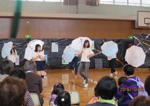ディズニーに行っているような感覚になるをコンセプトに色々なアトラクションやショーの曲をメドレーで踊りました。