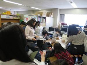 実習前や実習・模擬授業準備時はいつも学生で賑わっています。