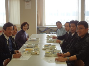 学長先生、副学長先生も試食にいらしてくださいました。