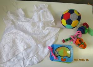 布おもちゃ、音で楽しむ絵本 子どものドレス
