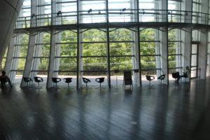 会場は新国立美術館です